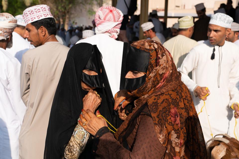 Bedouin women at the Nizwa goat market. © 2018 Charles & Mary Love
